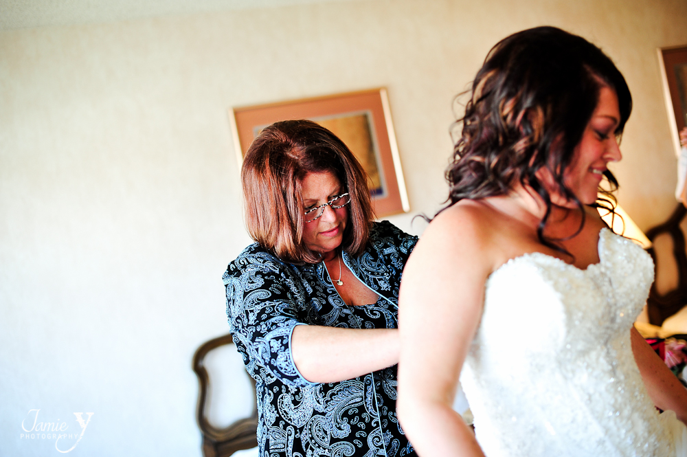 brides mother helping her into dress at las vegas wedding